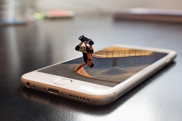Smartphone, skateboardista, umelecké.jpg