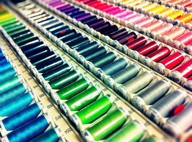 farebné nite.jpg