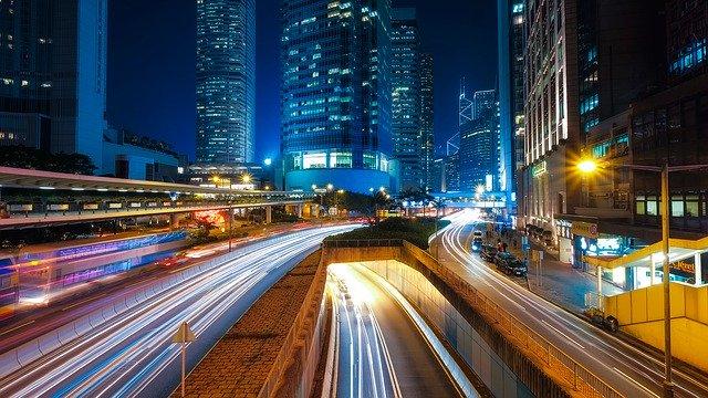 svetlá v meste