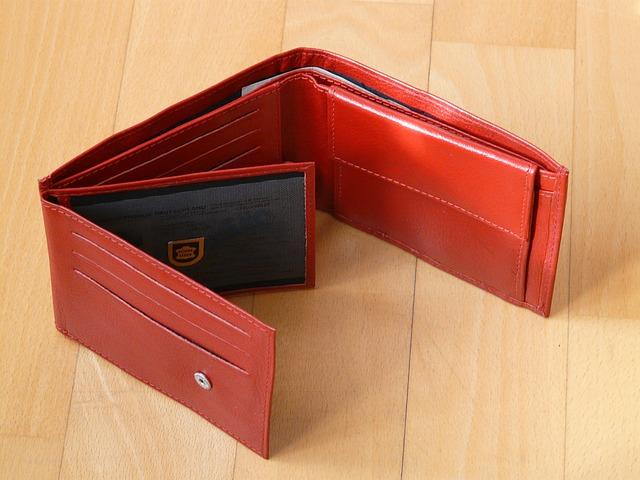 Pôvab červenej koženej peňaženky